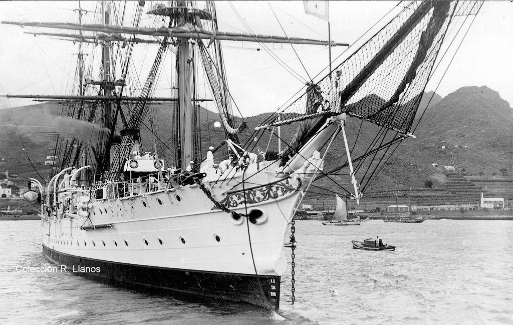"""Vista de proa de la fragata """"Presidente Sarmiento"""", parte importante de la historia del puerto de Santa Cruz de Tenerife"""
