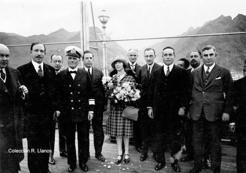 Autoridades, comodoro Rolín, comandante del buque-escuela, cónsul de Argentina y su hija