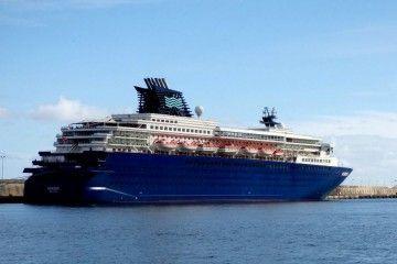 """El buque """"Horizon"""", atracado en el puerto de Santa Cruz de La Palma"""