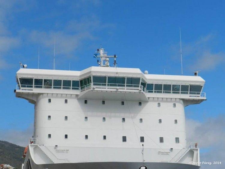 """Parte frontar del puente de mando y superestructura del buque """"Villa de Tazacorte"""""""