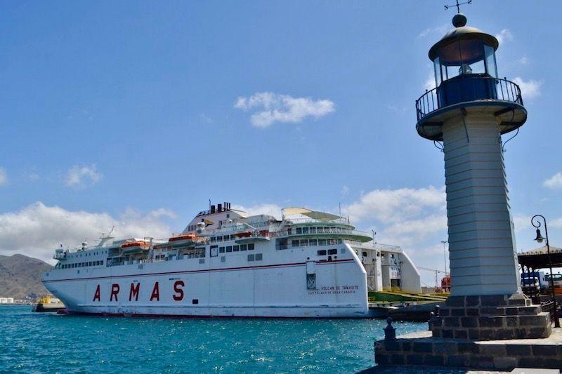 "El ferry ""Volcán de Tamasite"" pasa a cubrir su línea original"