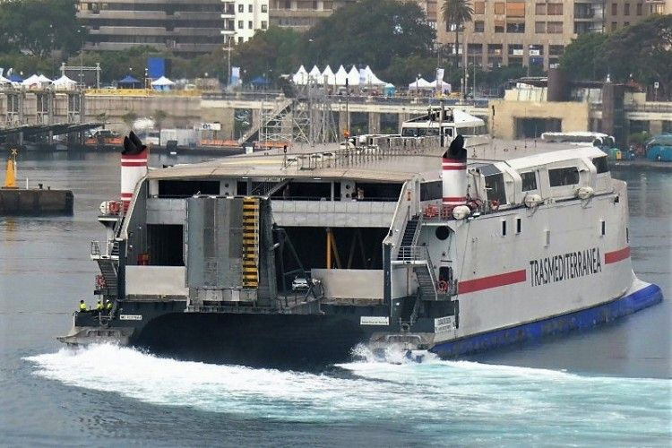 """El catamarán  """"Ciudad de Ceuta"""" refuerza la línea Ceuta-Algeciras"""