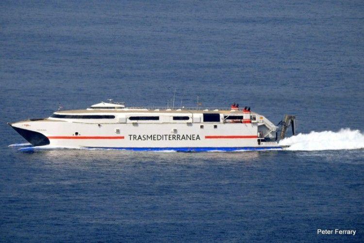 """El catamarán """"Ciudad de Ceuta"""" cruzando el Estrecho de Gibraltar"""