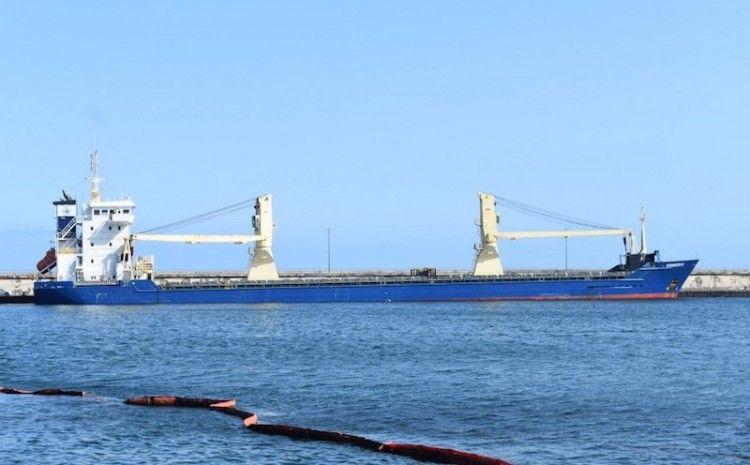"""El buque """"Sonreiras"""", en una de sus escalas en el puerto de Santa Cruz de Tenerife"""