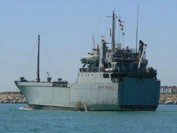 """El buque rolón """"Martín Posadillo"""" está al servicio del Ejército de Tierra desde 1990"""
