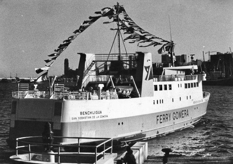 """El primer """"Benchijigua"""", el día que llegó por primera vez al puerto de Santa Cruz de Tenerife"""