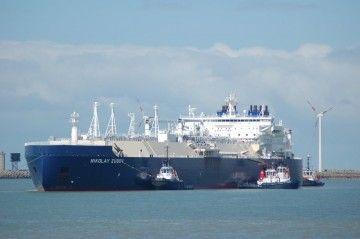 Dos remolcadores de Boluda Towage Europe asisten a un metanero del Proyecto Yamal
