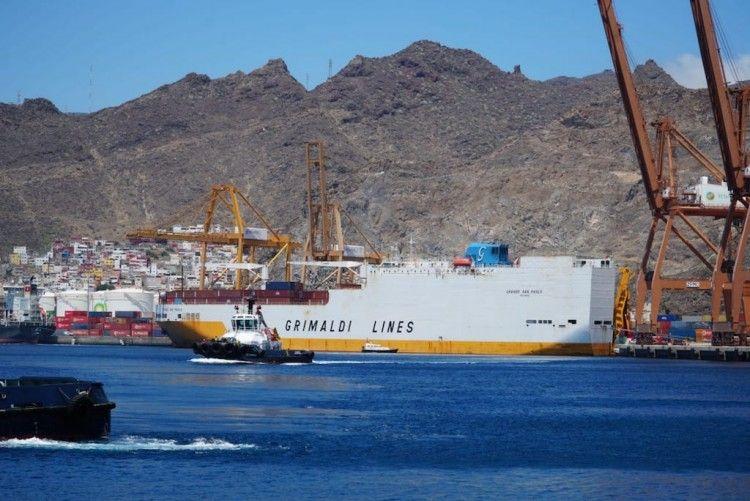 """El buque conro """"Grande San Paolo"""", atracado en el puerto tinerfeño"""
