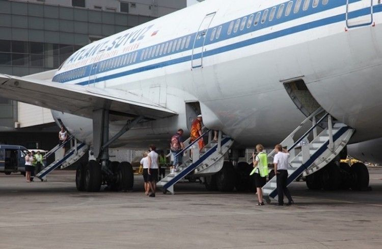 Puertas de acceso por el lado izquierdo del avión