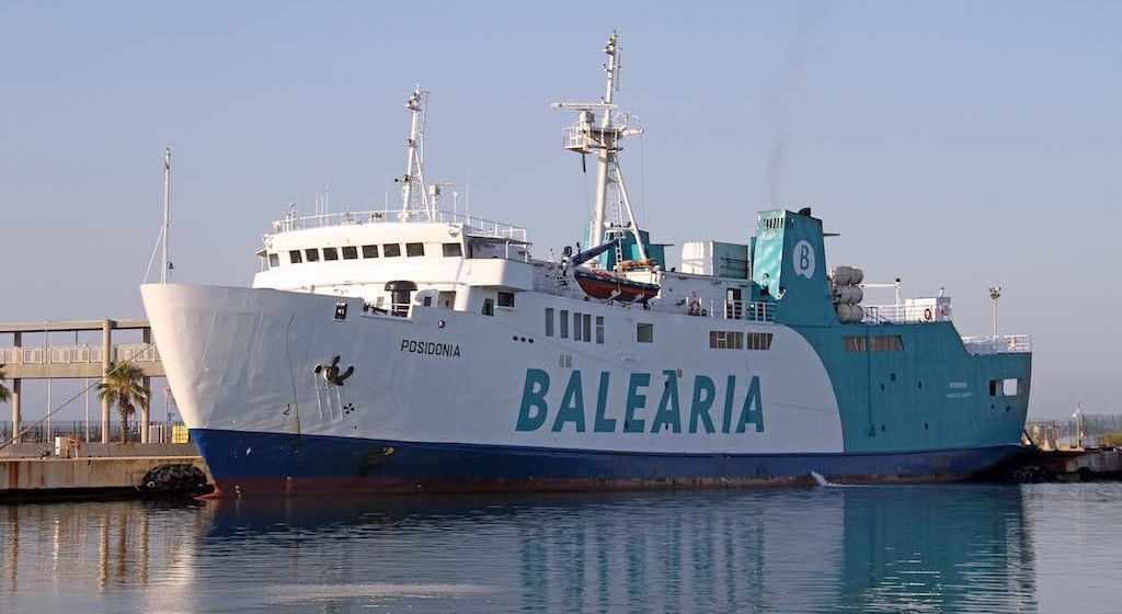 """El buque """"Posidonia"""", atracado en el puerto de Alcudia"""