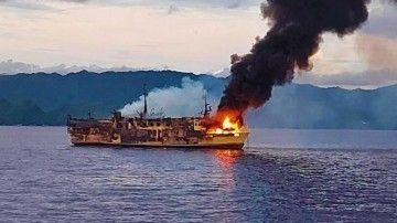 El incendio ha causado la destrucción total del buque