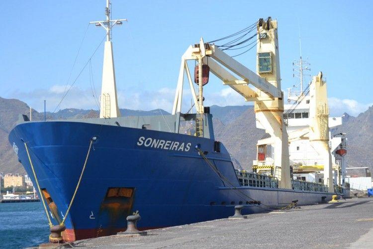 """El buque """"Soneiras"""", en una de sus escalas en el puerto de Santa Cruz de Tenerife"""
