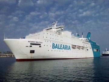 """El ferry """"Regina Baltica"""", a su llegada esta tarde al puerto de Málaga"""