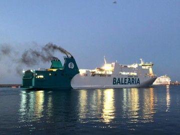"Los humos del ferry ""Rosalind Franklin"", a su llegada esta mañana a Palma"