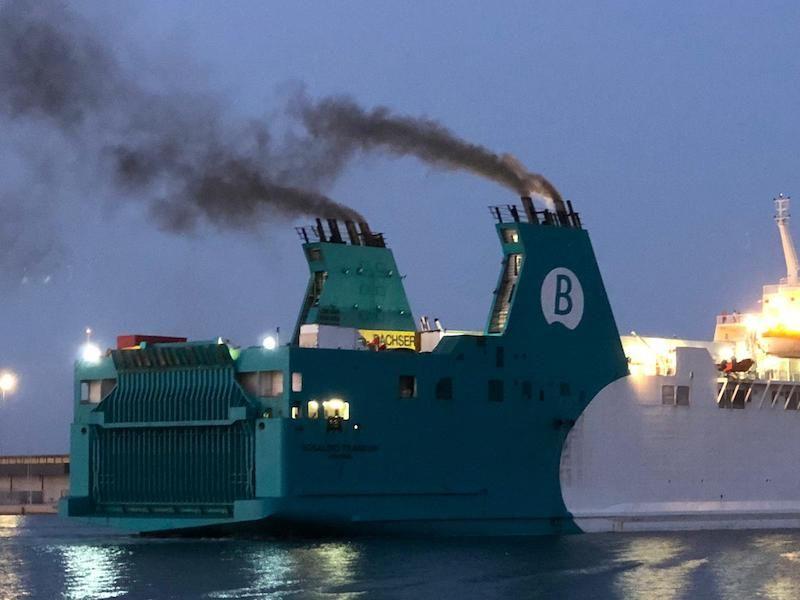 """Detalle de las emisiones de humo del ferry """"Rosalind Franklin"""""""