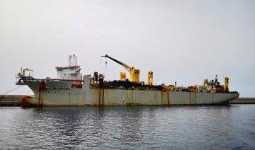 """La imponente draga """"Leiv Eiriksson"""", atracada en el puerto de Granadilla"""