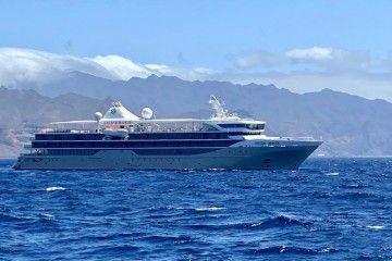 """El buque """"Silver Origin"""", dejando por babor el resguardo de Anaga"""