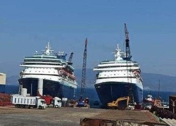 """Los buques """"Monarch"""" y """"Sovereign"""", varados a escasos metros para comenzar su desguace"""
