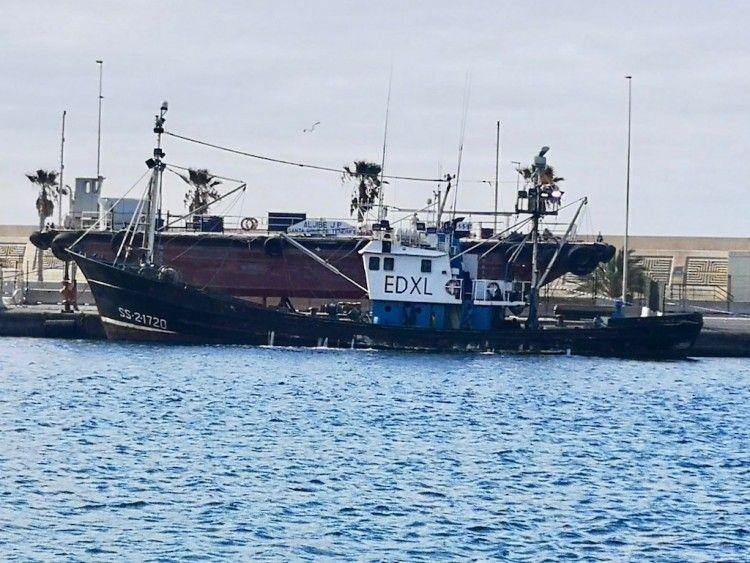 """El pesquero """"Nuevo San Luis"""" está retenido en el puerto de Santa Cruz de Tenerife"""