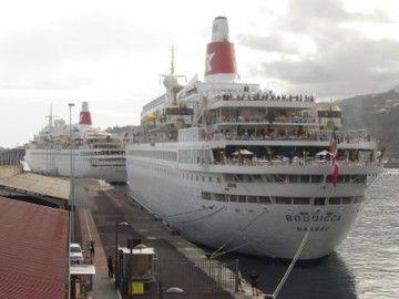 """Los buques """"Boudicca"""" y """"Black Watch"""", en el puerto de Santa Cruz de La Palma"""