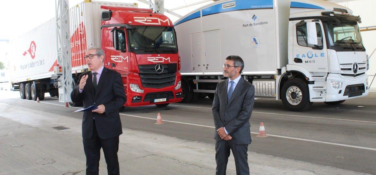 Joaquín Marías (izq.), delegado de Naviera Armas Trasmediterránea y José Alberto Carbonell, director general de Port de Barcelona
