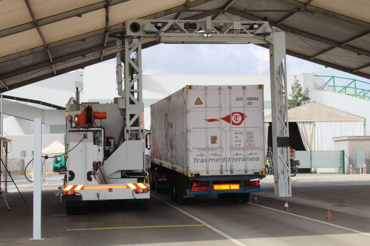 Las pruebas del nuevo escáner se han hecho con vehículos de Naviera Armas Trasmediterránea