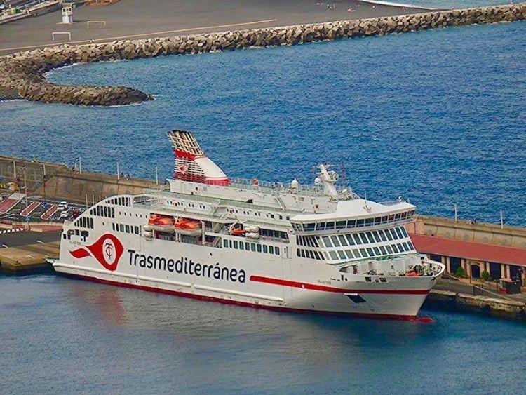 """El ferry """"Villa de Teror"""", en viaje especial a La Palma"""