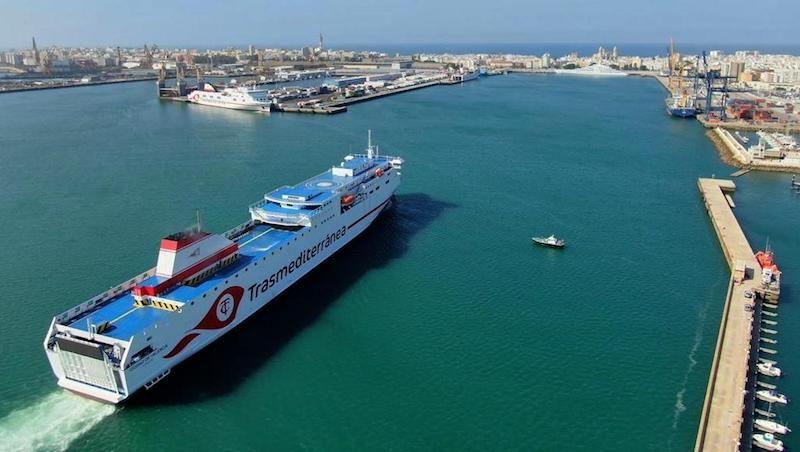 La línea Cádiz-Canarias estrena un nuevo buque