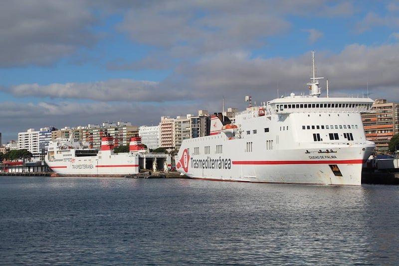 """En el muelle de ribera comparte atraque con el ferry """"Ciudad de Palma"""""""