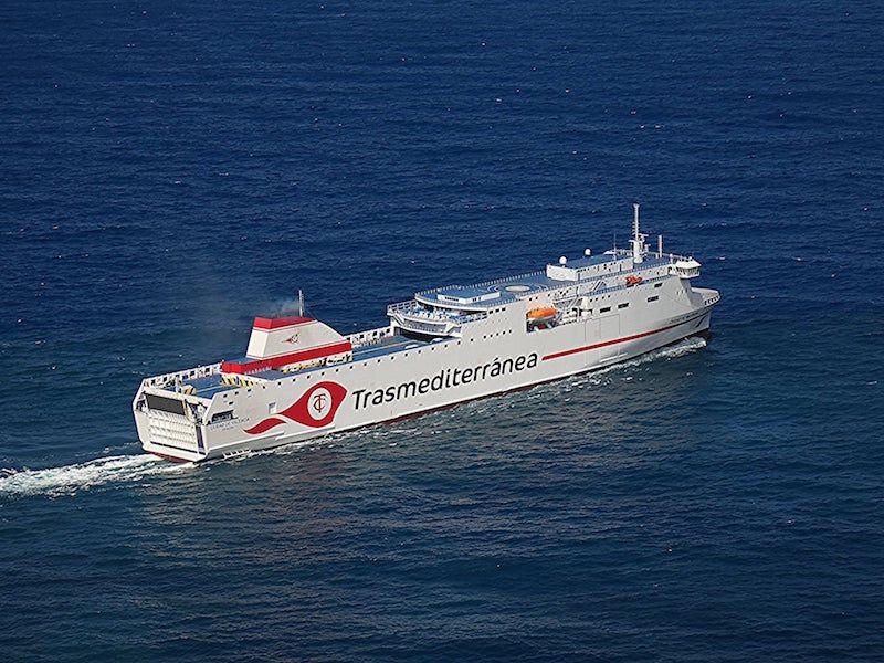"""El ferry """"Ciudad de Valencia"""" pone rumbo a Tenerife"""