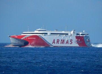 """El catamarán """"Volcán de Tagoro"""" cumple un año en el puente marítimo entre las capitales canarias"""