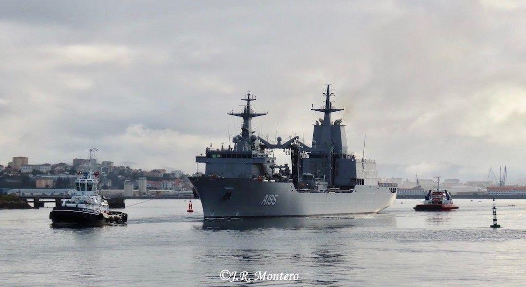 """El buque AOR """"Supply"""" inicia la maniobra de salida de la ría de Ferrol"""