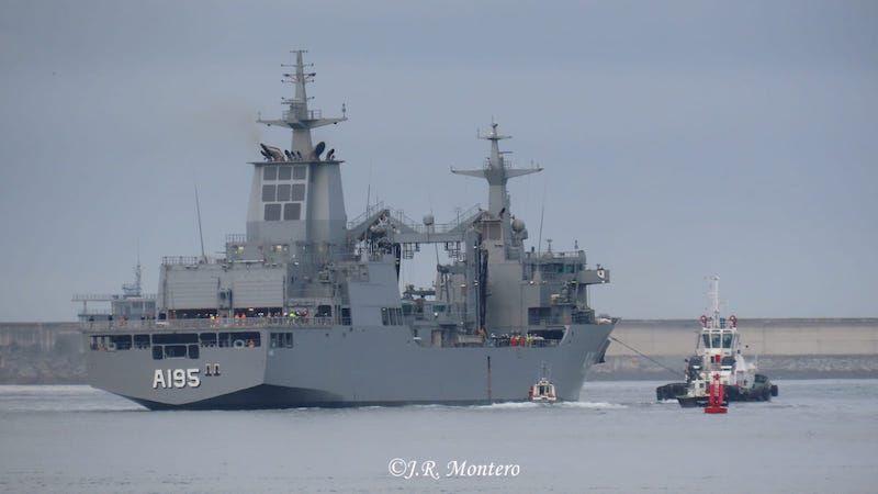 Es el primero de dos buques AOR para Australia