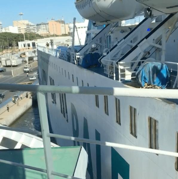"""La banda de estribor del ferry """"Denia CC"""" roza la amura de babor del ferry """"Volcán de Tijarafe"""""""