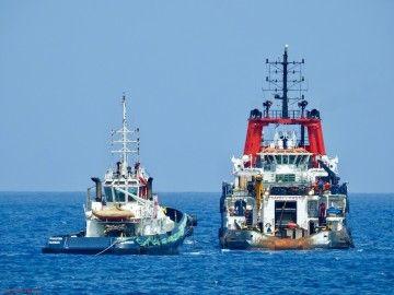 El remolque, a su salida del puerto de Las Palmas de Gran Canaria