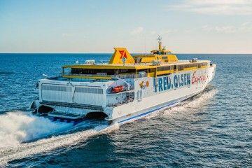 """El trimarán """"Bajamar Express"""", el más moderno del mundo en su clase"""