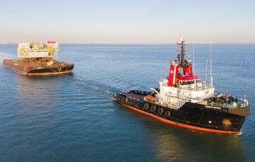 """El remolcador """"Bremen Fighter"""" remolca el módulo OTM de Siemens Energy"""