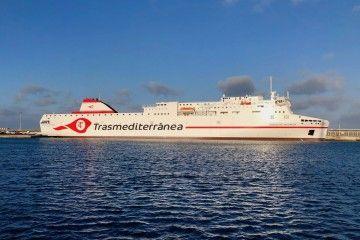 """El buque """"Ciudad de Valencia"""", atracado en el puerto de Arrecife de Lanzarote, en su primera escala"""