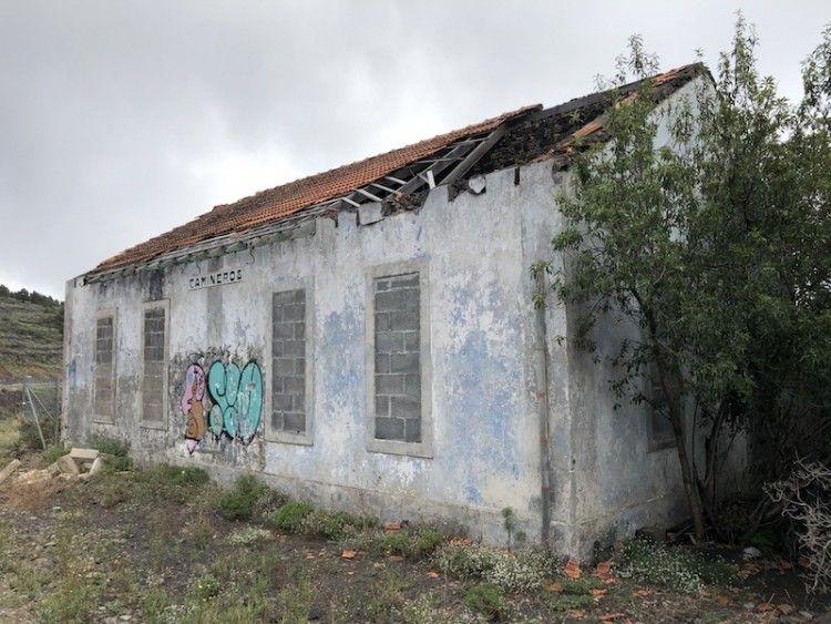 Estado actual en el que se encuentra la Casa de Camineros situada a la entrada norte de Fuencaliente de La Palma