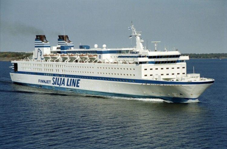 """Estampa marinera del ferry """"Finnjet"""", en su apogeo"""