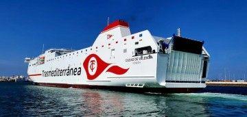 """El buque """"Ciudad de Valencia"""", a su llegada al puerto de Cádiz"""