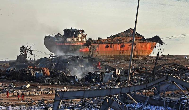 Estado de destrucción en el que ha quedado un barco próximo