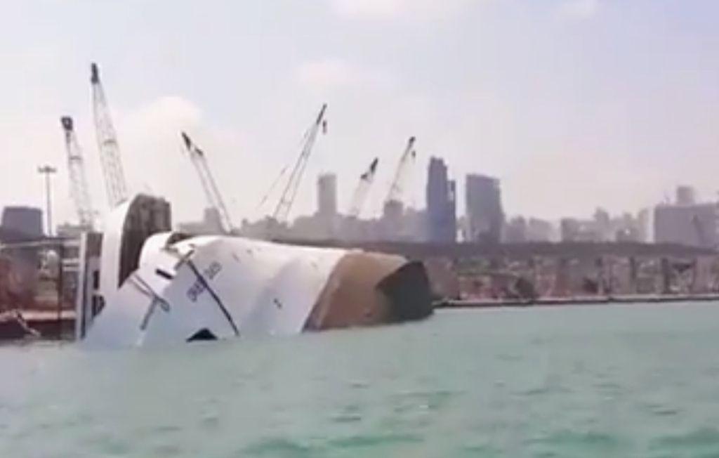 """El casco del buque """"Orient Queen II"""", volcado sobre estribor"""
