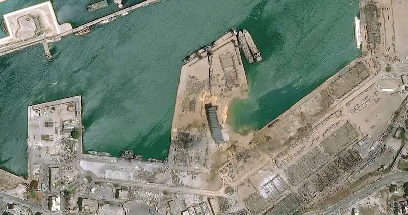 """A la derecha de la imagen se aprecia el casco volcado del buque """"Orient Queen II"""""""