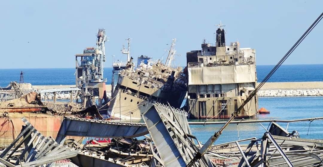 """Vista de popa de los buques """"Abou Karim I"""" y """"Abou Karim III"""", ex """"Julia del Mar"""" (derecha)"""
