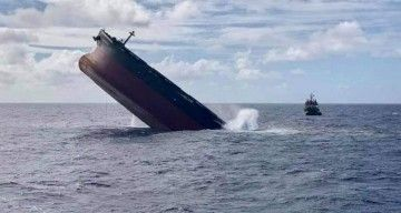 """La sección de carga del buque """"Wakashio"""", en el momento de su hundimiento"""