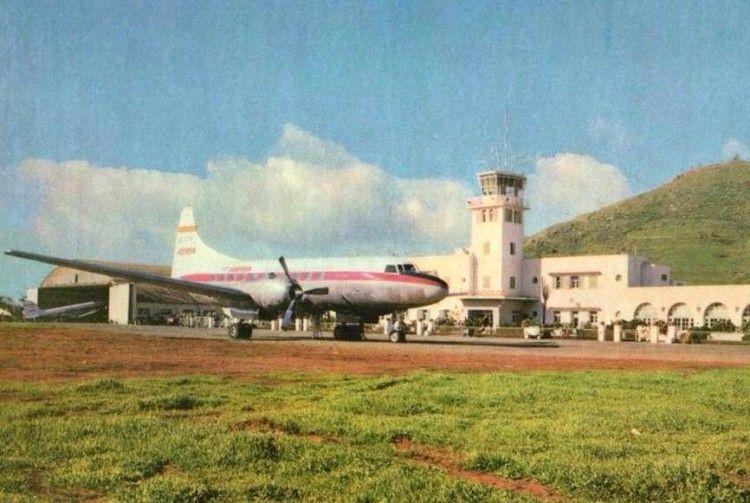 Avión Convair CV 440 Metropolitan de Iberia en el aeropuerto de Los Rodeos