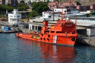 """El buque de salvamento """"Punta Salinas"""", en su atraque del puerto de Santa Cruz de Tenerife"""