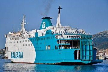 """""""Poeta López Anglada"""", uno de los barcos de Balearia en el sur de la península"""