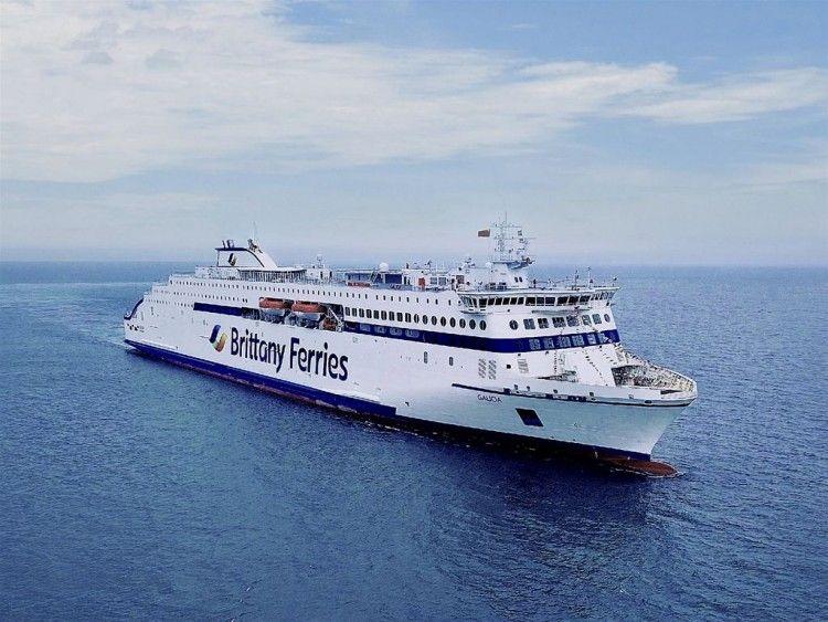 """El nuevo ferry """"Galicia"""" navega rumbo a Santander"""